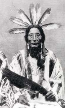 The Mandan leader, Bad Gun or Rushing Eagle (Charging Eagle) in full ceremonial dress. From the photographic archive of the State Historical Society of North Dakota Museum Collections 0410-066