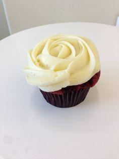 Red Velvet Buttermilk #cupcakes #petalcupcakes