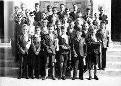 Prescott-Russell en numérique: La première communion d'un groupe de jeunes garçons. 1936.