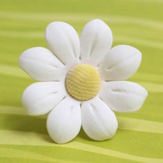 Gum Paste Daisy Cake Toppers