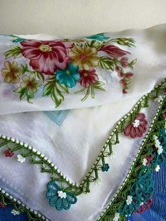 This post was discovered by Gūlsūm Fakioglu. Discover (and save!) your own Posts on Unirazi. Filet Crochet, Crochet Edgings, Crochet Projects, Tatting, Needlework, Diy And Crafts, Duvet, Crochet Patterns, Sewing