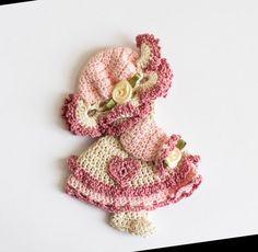 Crocheted doll fridgie Refrigerator magnet by BeesHandmadeGifts gift Sunbonnet Sue Magnet Crochet Owls, Crochet Motif, Crochet Doilies, Crochet Flowers, Crochet Baby, Knit Crochet, Crochet Patterns, Sunbonnet Sue, Crochet Wall Hangings