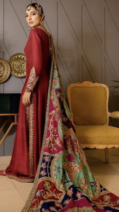 new style clothes Beautiful Pakistani Dresses, Pakistani Formal Dresses, Pakistani Dress Design, Wedding Outfits For Women, Desi Wedding Dresses, Wedding Bride, Fancy Dress Design, Stylish Dress Designs, Pakistani Fashion Party Wear