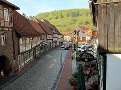 am Markt - die Innenstadt von Stolberg in den Buchenwäldern des Süd-Harzes.