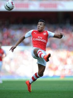 Alexis Sanchez of Arsenal FC in the Emirates Cup Arsenal Fc, Arsenal Football, Best Football Players, Soccer Players, Football Soccer, Alexis Sanchez Arsenal, Training Montage, Pier Paolo Pasolini, As Monaco