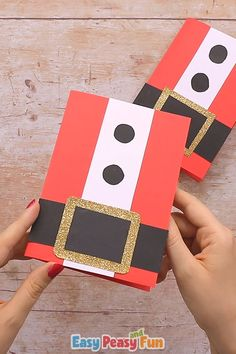 Homemade Cards Discover Simple Santa Christmas Card Its time to get merry by making this simple Santa Christmas card. In this tutorial we will show you one of the easiest handmade Christmas cards you can make that also looks amazing. Christmas Card Crafts, Homemade Christmas Cards, Holiday Crafts, Christmas Activities, Santa Christmas, Santa Crafts, Christmas Card Making, Christmas Card Ideas With Kids, Christmas Crafts For Kids To Make At School