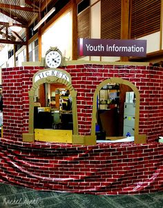 The Polar Express Train Station visits the Lacey Timberland Library! Doesn't it also feel a little Harry Potterish? I want to put Station 9 3/4 somewhere now too... Happy Holidays, everyone! xoxo, Rachel Moani