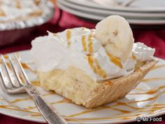 Easy Banoffee Pie - Banana and toffee make for one delectable combination! easi banoffe, cake, banana pudding, banofe pie, cream pies, bananas, food, pie recipes, banoffe pie