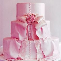 pretty in pink wedding cake. this reminds me of a dress Marie Antoinette would w. hübsch in Desserts Roses, Rosa Desserts, Pretty Cakes, Beautiful Cakes, Amazing Cakes, Beautiful Things, Ballet Beautiful, Beautiful Beautiful, House Beautiful