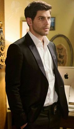 Ohhh I got a thing for men in crisp white shirt....  why do they look so darn gorgeous #grimm RK