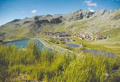 Val Thorens, juste en dessous des neiges éternelles, surgissent des lacs étincelants, des crêtes déchiquetées et des vallons fleuris… Et peut-être croiserez-vous des marmottes, des chamois ou des aigles, symboles d'une faune riche et diversifiée dans une région où la nature est reine : le Parc National de la Vanoise. Val Thorens offre l'occasion unique de bénéficier des bienfaits de l'altitude avec des structures sportives modernes adaptées à tous. Read more at…