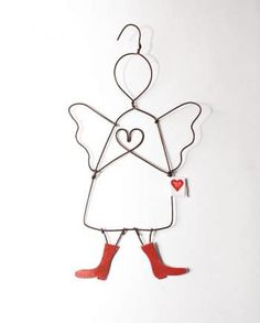 Surprise your friends with a wire heart guardian angel. Wire Hanger Crafts, Wire Hangers, Christmas Crafts, Xmas, Christmas Ornaments, Old Best Friends, 3d Pen, Diy Presents, Guardian Angels
