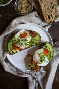 Fancy Avocado Toast by chocolateandmarrow #Toast #Avocado #Egg #Greens #Seaweed #Salmon_Roe
