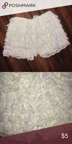 Lace Pettishorts Adorable cream lace pettishorts perfect for adding volume under short skirts or dresses | Stretchy material | Light pilling on back | From Japan | Gently used Shorts Skorts
