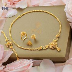 Gold Ring Designs, Gold Bangles Design, Gold Jewellery Design, Jewelry Design Earrings, Gold Earrings Designs, Gold Mangalsutra Designs, Gold Jewelry Simple, Tyga, Swarovski