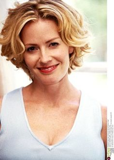 The Elisabeth Shue Picture Pages Beautiful Eyes, Beautiful People, Beautiful Women, Mary Elizabeth, Elisabeth Shue Karate Kid, Short Hair Styles Easy, Curly Hair Styles, Beautiful Celebrities, Beautiful Actresses