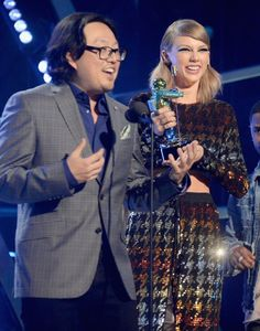 Pin for Later: All the People Taylor Swift Shared Memorable Moments With at the VMAs Her Music Video Director, Joseph Kahn She invited director Joseph Kahn on stage to help her accept an award, and he had nothing but sweet things to say about her.