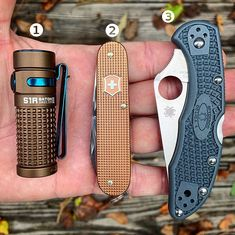 We publish new daily EveryDay Carry (EDC) setups with links where to buy. Looking for new EDC inspiration? Don't miss our newest EDC setup. Victorinox Alox, Victorinox Swiss Army, Spyderco Knives, Edc Everyday Carry, Edc Gear, Tactical Gear, Carry On, Pocket, Survival