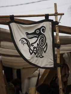 fabric banner in the weather-vane (Norse/ Viking) style Viking Camp, Viking Life, Larp, Vikings Banner, Viking Party, Viking Reenactment, Viking Designs, Viking Wedding, Wolf Spirit