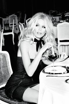 Model Claudia Schiffer, photographer Ellen Von Unwerth for Guess, Anniversary Ad Campaign III Ellen Von Unwerth, Claudia Schiffer, Foto Flash, Foto Glamour, Guess Models, Looks Country, Beautiful People, Beautiful Women, Look Dark