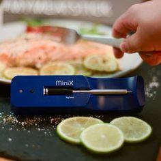 The MeatStick is de eerste slimme, draadlooze vleesthermometer dat zo eenvoudig werkt via de telefoon. In 3 stappen heb je een perfect gegaard gerecht op tafel staan. Plaats de thermometer in je favoriete stuk vlees, stel de klok in via de app op je telefoon en wachten maar tot je vlees ready to eat is! Dankzij de vleesthermometers van The MeatStick is het bereiden van een stukje vlees nog nooit zo eenvoudig geweest. Straightener, Hair, Beauty, Beauty Illustration, Strengthen Hair