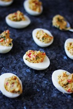 A quick and easy recipe for mimosa eggs with chorizo & red peppers. Chorizo, Tapas, Brunch Appetizers, Good Food, Yummy Food, Cooking Recipes, Healthy Recipes, Quick Easy Meals, Finger Foods