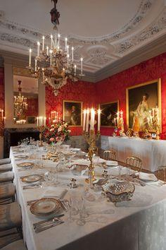 paleis het loo// gedekte feestelijke tafel.