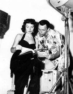 Frank Sinatra and Donna Reed Golden Age Of Hollywood, Classic Hollywood, Priscilla Lane, Jeanne Crain, From Here To Eternity, Donna Reed, Gene Tierney, Falling In Love, Movie Tv