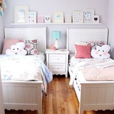Pastel shared bedroom 27 Fabulous Girls Bedroom Ideas to Realize Their Dreamy Space Twin Girl Bedrooms, Sister Bedroom, Bedroom For Girls Kids, Small Shared Bedroom, Teen Bedroom, Small Rooms, Twin Room, Baby Room, Sisters Shared Bedrooms