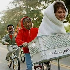 NEGAN,RICK AND DARYL DO E.T.! Walking Dead Funny, Walking Dead Zombies, The Walking Dead 3, Daryl Dixon Memes, Twd Memes, Stuff And Thangs, Zombie Apocalypse, Hilarious, Chandler Riggs