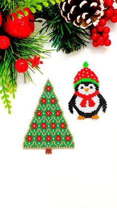 Halloween Christmas, Christmas Items, Christmas Crafts, Christmas Ornaments, Seed Bead Earrings, Seed Beads, Beaded Earrings, Peyote Patterns, Beading Patterns