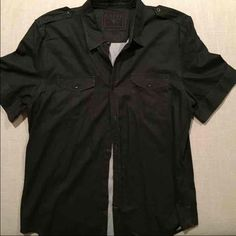 Mens XL GUESS Collared Short Sleeve Button Down Never worn. Guess Tops Button Down Shirts