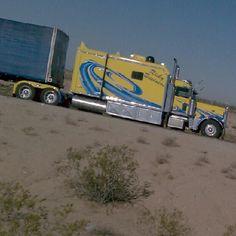 azvern: VERY sweet Pete! #peterbilt #trucking #trucks (Taken with Instagram at White Trash Hell)