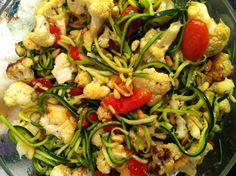 Zuchinni Spaghetti with Roasted Cauliflower, Baby Tomatoes & Pinenuts drizzled in Olive Oil and Lemon Juice Healthy Dessert Recipes, Clean Eating Recipes, Vegetable Recipes, Real Food Recipes, Dinner Recipes, Yummy Food, Healthy Cooking, Healthy Eating, Spiral Pasta