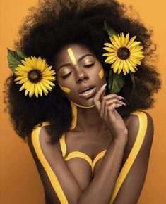 50 Shades of Melanin - r-eal-life: Afro Hair with flowers 🌺🌻🌸 Black Girls Rock, Black Girl Magic, Brown Skin, Dark Skin, Foto Magazine, Foto Art, My Black Is Beautiful, Hello Beautiful, Beautiful Life