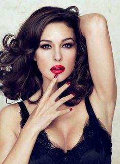 Monica Belluci is a beauty icon we can copy. The actress is wearing black lingerie with red lips and nails. Her hair is so stylish! mid bob with curls.
