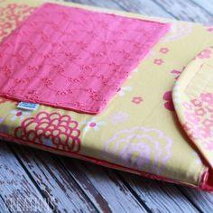 Little Messenger Bag Free Pattern - Life Sew Savory Sewing Tutorials, Sewing Projects, Diy Laptop, Laptop Case, Girls Messenger Bag, Ipad Sleeve, Purse Patterns, Ipad Case, Laptop Sleeves