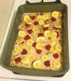 Breakfast for the Week: Clean Eating Berry Banana Oatmeal Bake. Gluten free, clean eating, clean breakfast foods