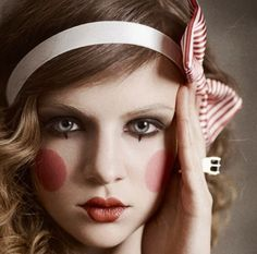 50 Pretty and Unique Makeup Looks For Halloween; the hottest Halloween makeup looks. Clown Makeup, Costume Makeup, Halloween Makeup, Halloween Costumes, Hair Makeup, Cute Doll Makeup, Halloween Halloween, Creepy Makeup, Halloween Clothes