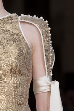 notordinaryfashion:   faintlace:  Oscar Carvallo Haute Couture Autumn 2013    Love