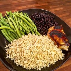 POST WORKOUT COMFORT --- Whole wheat rice  green beans Black beans and roast turkey  --- Eating clean doesn't have to be boring a pain in the ass or disgusting or even long to prepare --- C : 857 Kcal P : 29 g C : 49 g F : 12 g --- - - - - - - - - - #recipe #foodblogger #foodporn #forkyeah #feedfeed #foods4thought #f52grams #eeeeeats #eatclean #cleaneating #healthy #healthyfood #healthyfoodporn #yum #nom #nomnom #nomnomnom #yummy #healthychoices #healthyeating #eatfit #instahealthy…
