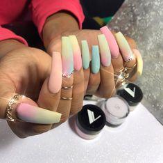 For more lush pins follow @shawtielit #nails