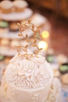 Gorgeous cake decorating | Beach Chic Light Blue and Peach Wedding