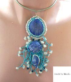 Shell necklace 1 ! Realizat cu toho, scoici vopsite manual cu vopsea acrilica, fetru, piele ecologica ( pe spate ) , cristale, perle, snur piele