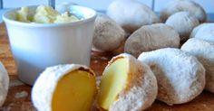 Ziemniaki jak z ogniska.... Chrupiąca skórka.Miękkie wnętrze. I smak... ... ziemniaków pieczonych w ognisku. Smacznego!  Składniki:...