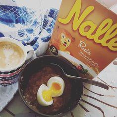 Montag-Morgen-Nebel-Frühstück! Mit #Nalle-Ruispuuro und Frühstücksei!  Großer Dank an meine Flockendealerin @mahtavafooddesignblog !  #breakfast #aamu #soulfood #montagmorgen #nebel #herbst #syksy