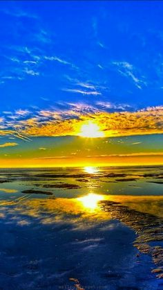 Dec 3 2019 - beautiful ocean sunrise Another of His beautiful masterpieces! Beautiful Ocean, Beautiful Sunrise, Amazing Nature, Beautiful World, Beautiful Places, Beautiful Morning, Pretty Pictures, Cool Photos, Beautiful Sky Pictures
