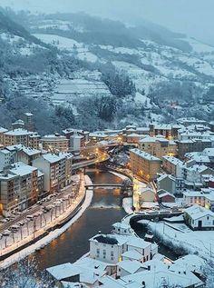 Volvemos con las adivinanzas! Qué bonita ciudad asturiana más bonita todavía nevada es esta?