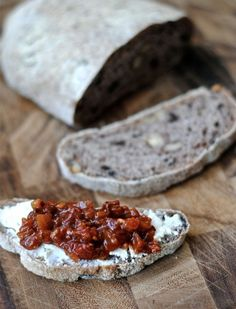 olive walnut bread and sun dried tomato jam recipes-mmm this looks amazing might try and make it for christmas platters! Muffins, Olive Bread, Tomato Jam, Pasta, Foodblogger, Jam Recipes, Biscuit Recipe, Dessert, Sun Dried