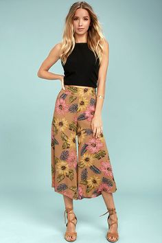 It's true, the Billabong Can It Be Light Brown Floral Print Culottes are here to help you create the chicest outfits! A high waist tops these adorable, woven culottes in a fun pink, green, blue, and yellow floral print. Hidden side zipper/clasp. Metal logo tag at waistband.